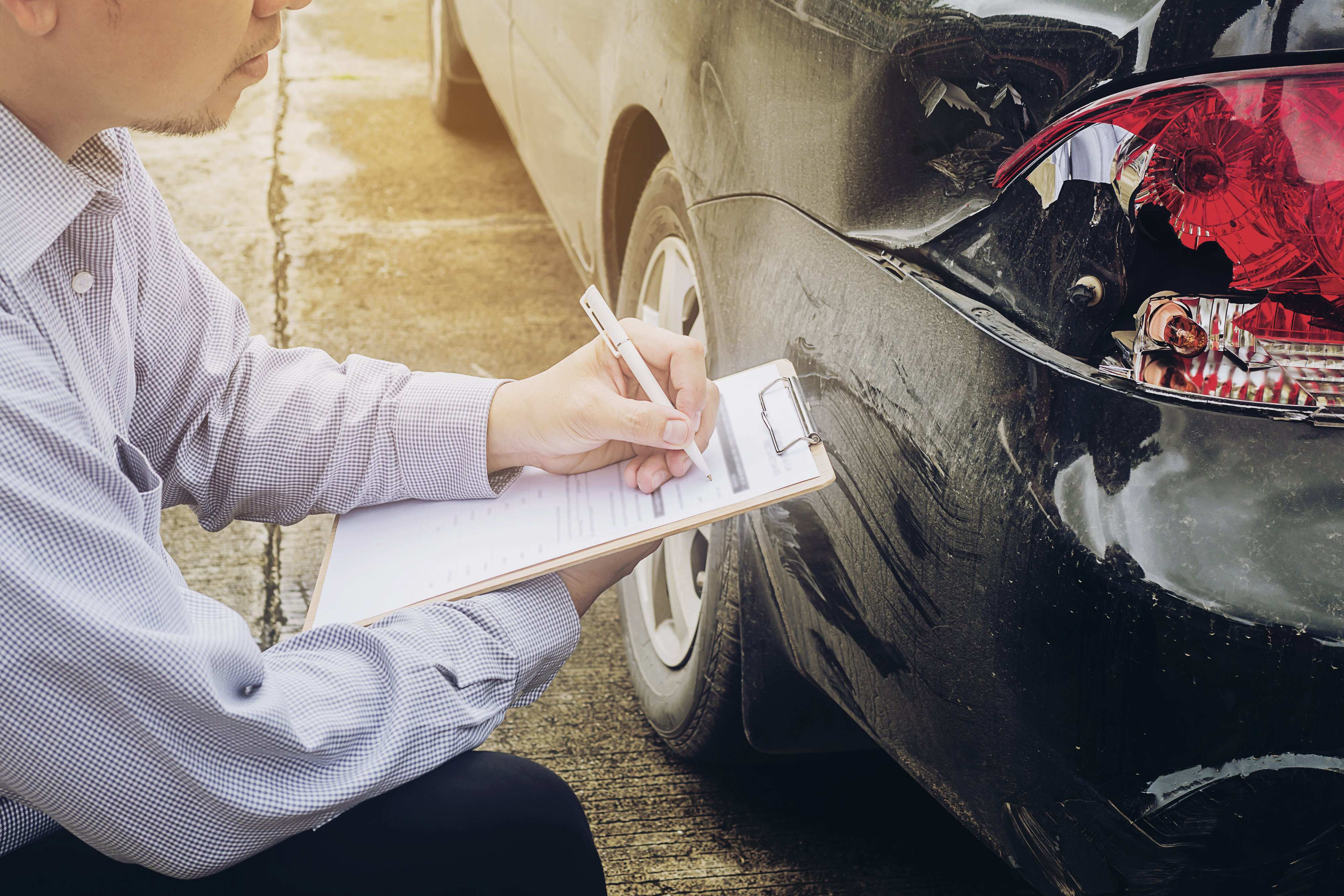 insurance-agent-working-car-accident-full-coverage-claim-process-content-image